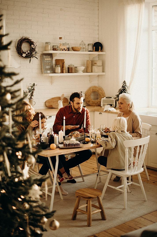 Ganz anders ist das in Patchworkfamilien. Hier fängt der Weihnachtsstress schon an, lange bevor der erste Lebkuchen im Laden steht