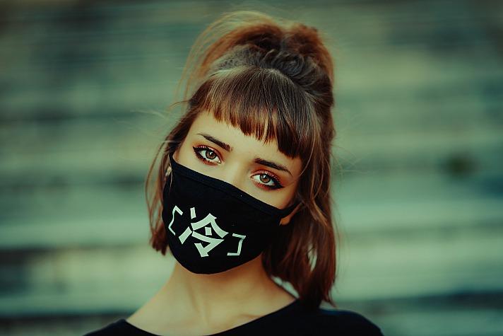 Von der Pflicht zum Trend - mit coolen Masken das Outfit perfekt ergänzen