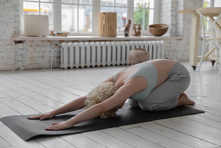 Das eigene Wohnzimmer für Yoga nutzen - Darauf solltest Du achten