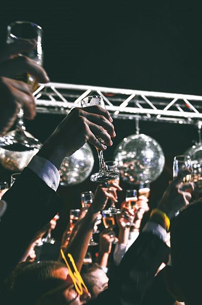 Tipps & Tricks: So finden Sie den perfekten Hochzeits-DJ