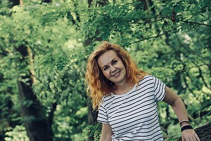 Roswitha Böhm: Seit mehr als 25 Jahren begleitet Roswitha Böhm das Thema Heilkräuter, gesunde Ernährung und die Eigenverantwortung für die Gesundheit