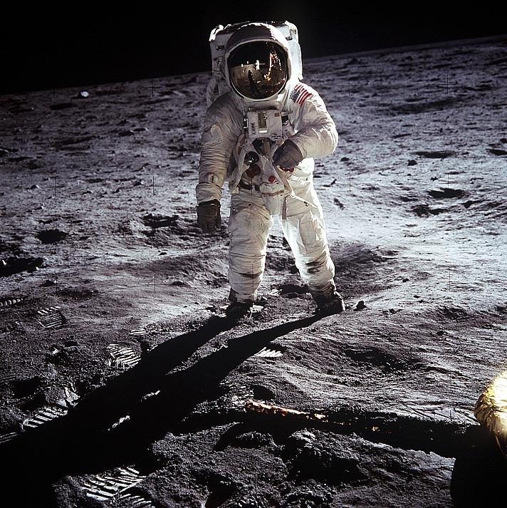Aber das war gefälscht. Alles wurde von der NASA in einem gigantischen Studio gefilmt. Nur den Pudding hatten sie vergessen