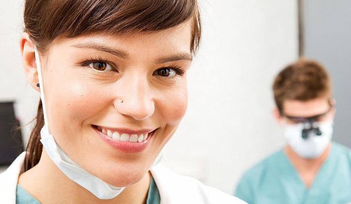 Vorsorgen für lebenslang gesunde Zähne