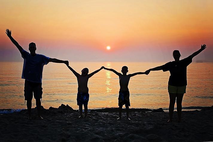 Familienurlaub mit Kindern: Tipps für eine entspannte Autofahrt