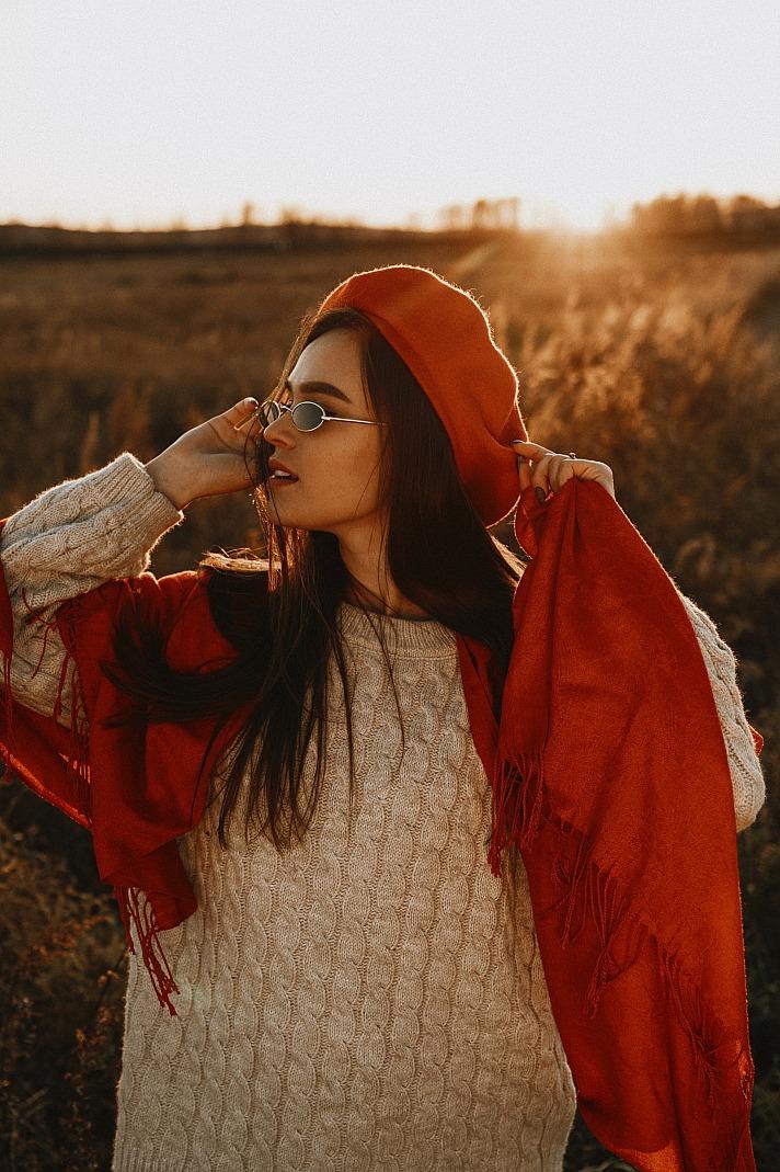 Sommerkleider im Herbst gekonnt kombinieren