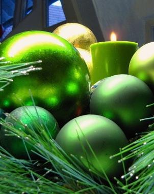 Weihnachtskugeln mit Kerze grün 2 | Kunst & Kultur » Events | Rainer Sturm / pixelio