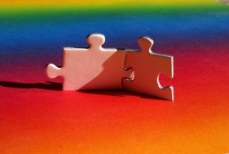 Puzzlepäärchen im Regenbogenland | Objekte | S. Hofschlaeger / pixelio