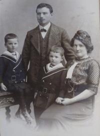 Familie (um 1900) | Menschen | Dieter Schütz / pixelio